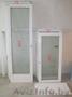 Окна с подоконниками и двери деревянные с двойными стеклопакетами.